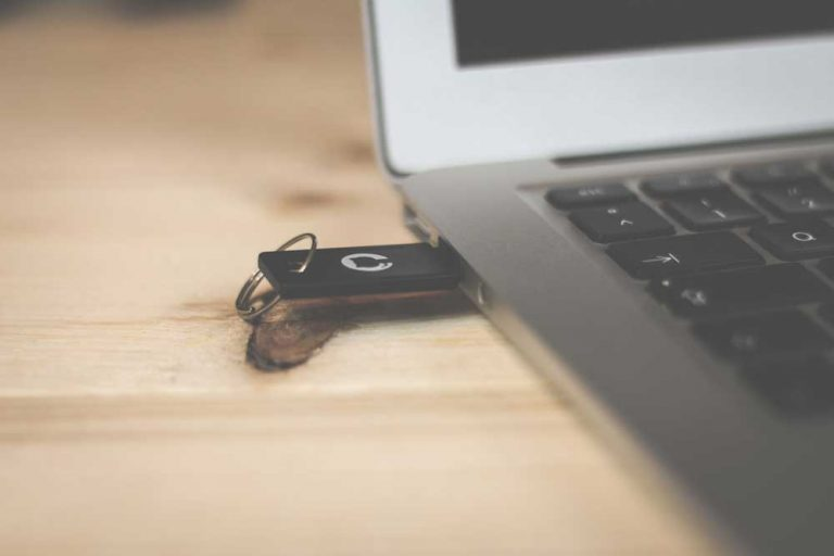 usb drive in a laptop